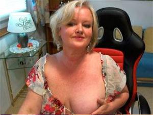 Telesex Cam mit reifer Frau mit nacken dicken Titten